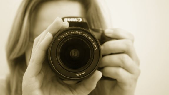 photographer-camera-lens-slr-41345