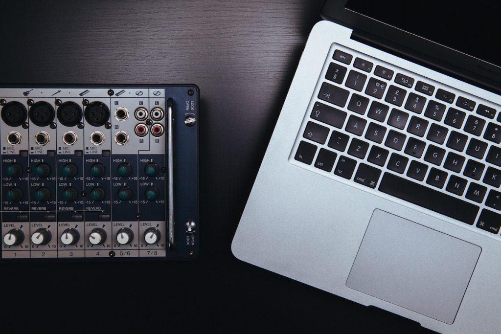 Laptop mixer